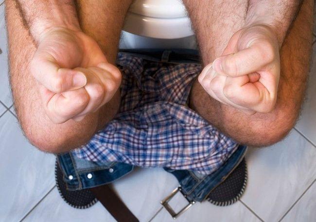 Чтобы избежать осложнений необходимо начинать лечение анальных трещин с первых дней
