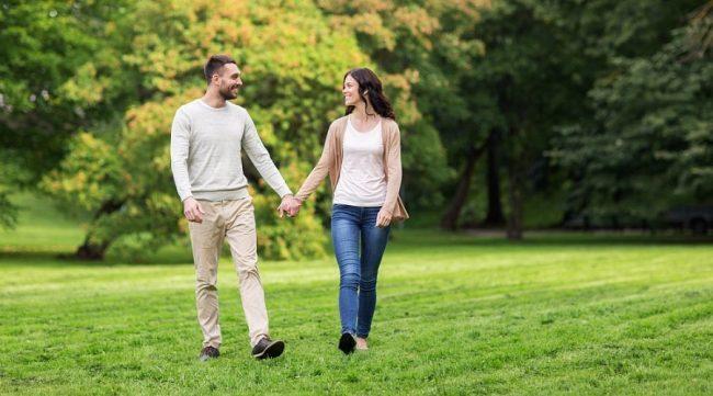 Всем известно, что прогулки на свежем воздухе способствуют нормализации артериального давления. Рекомендуется почаще выходить в парки на прогулки, дышать свежим воздухом.