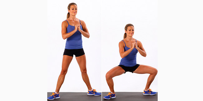 Ноги поставить на ширину плеч и с ровной спиной присаживаться максимально глубоко