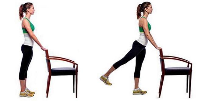 Используйте скамью для баланса, встаньте ровно и оторвите одну ногу от пола, балансируя на другой ноге.