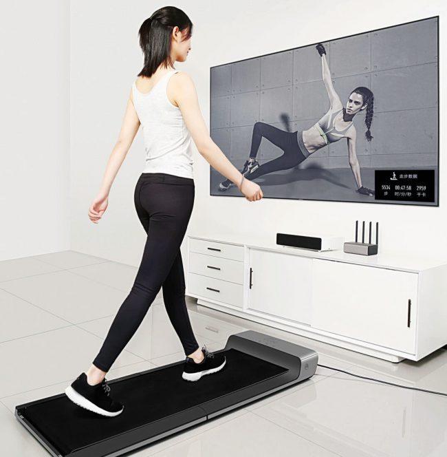 Занятия на беговой дорожке прекрасно тренируют нижнюю часть тела, дыхательную систему, увеличивая объемы легких