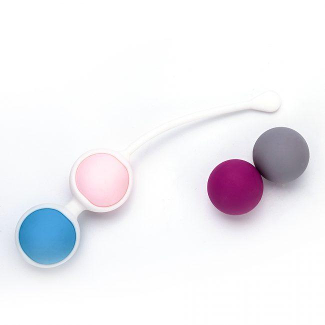 Упражнения Кегеля можно выполнять с помощью вагинальных шариков различной формы. Они могут быть одинарными или двойными