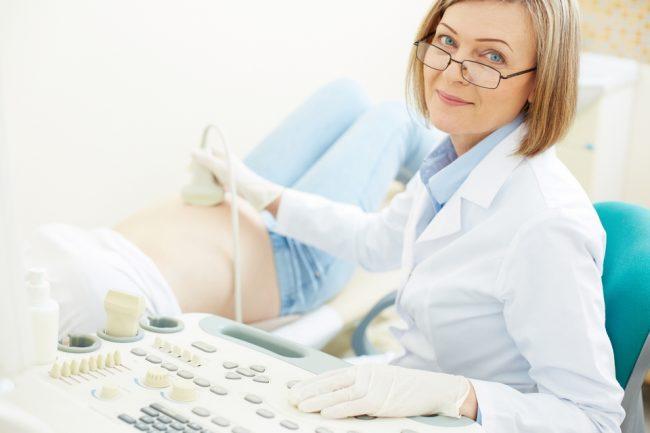 Предварительное обследование позволит вылечить всевозможные инфекционные и гормональные болезни, которые могут стать причиной выкидыша впоследствии