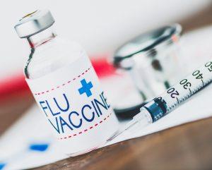 С каждым годом ученые совершенствуют вакцину от гриппа, чтобы дать достойный отпор коварному врагу