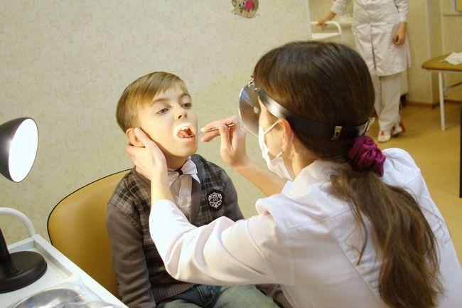 Поставить правильный диагноз при симптомах вазомоторного ринита могут только специалисты данного профиля, куда входят врач-аллерголог или ЛОР