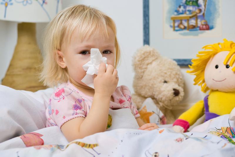 При насморке у ребенка, родители чаще всего используют Виброцил в форме капель, поскольку применять спрей для детей до 1 года - противопоказано