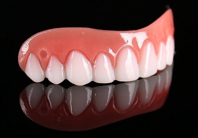 Согласно отзывам, Perfect Smile Vaneers на сегодня является самым популярным средством против зубных дефектов. Оно скрывает заметные недостатки, за счет чего вы становитесь привлекательнее в глазах других людей
