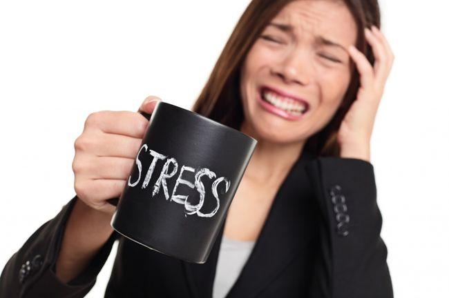 Не стоит недооценивать влияние стресса на организм - его сила может быть поистине разрушительной и довольно часто тело человека реагирует такими явлениями, как выпадение волос