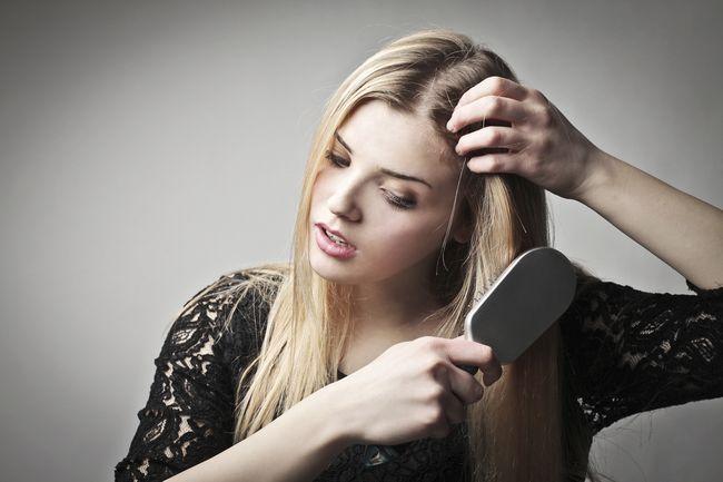 Нарушения гормонального фона - один из факторов выпадения волос