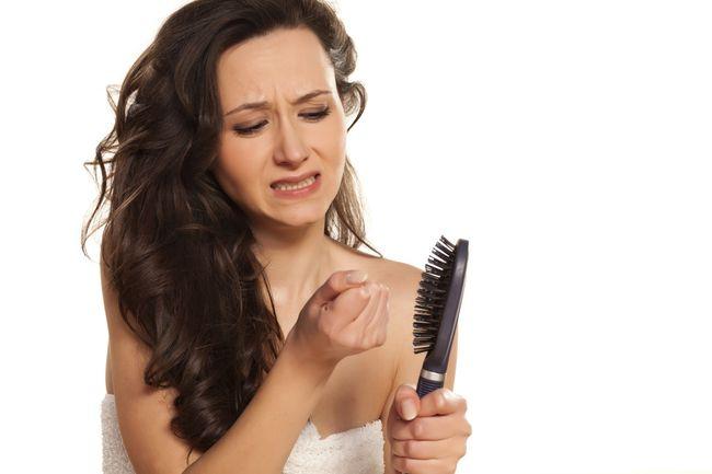 Причина может крыться в чем угодно - от перенесенной простуды или кариозного зуба, который не был излечен, до влияния косметических средств для волос или плохой экологии