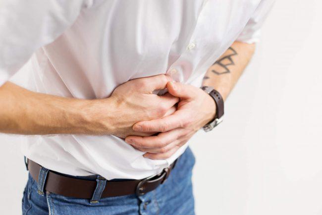 При воспалительных болезнях желудка, в особенности, при гастрите с повышенной кислотностью, потребление воды с лимонным соком способно спровоцировать появление изжоги