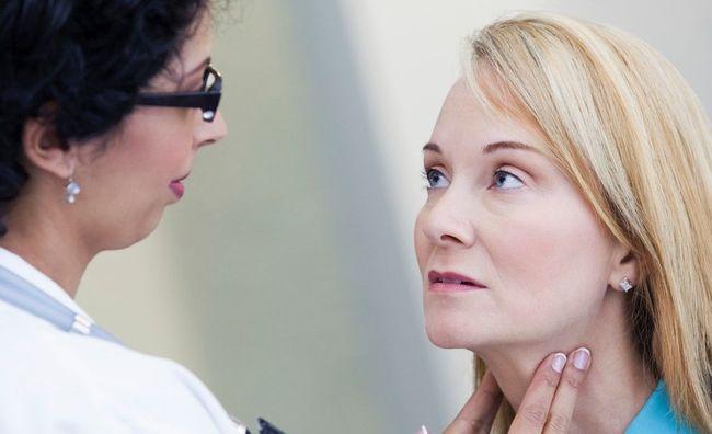 При воспалении лимфоузлов на шее необходимо обратиться к врачу
