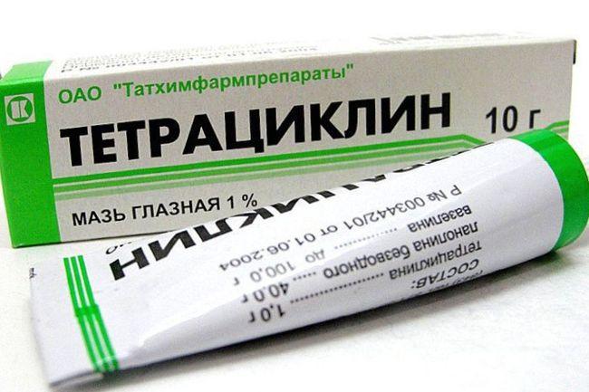 """Глазная мазь """"Тетрациклин"""" - одно из самых популярных средств для лечения ячменя около глаза."""