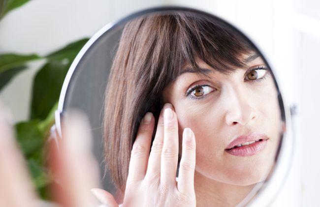 Ячмень на глазу - это заболевание, которое доставляет человеку массу дискомфорта
