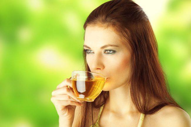 На завтрак черный кофе заменяется зеленым чаем без сахара