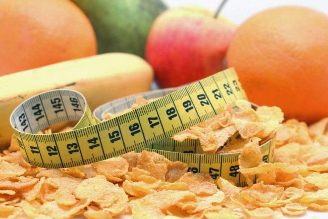 Эта низкокалорийная и низкоуглеводная диета считается строгой и жесткой, в день потребляется меньше, чем 1200 ккал