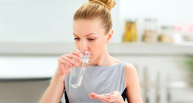 Урсосан принимают внутрь запивая достаточным количеством воды, прием желательно осуществлять вечером