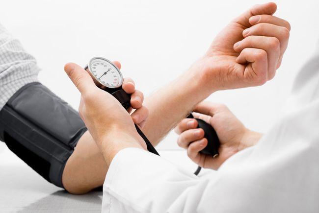 Гипотония - это один из первых симптомов узлового зоба щитовидки