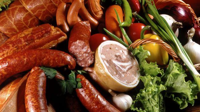 При узловом зобе необходимо отказаться от копченостей и прочей вредной пищи
