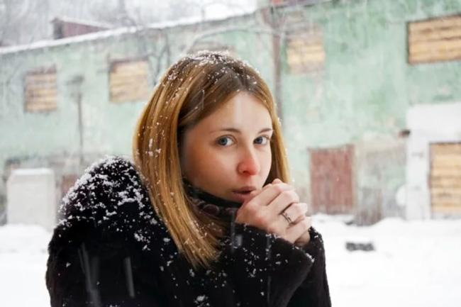 Переохлаждение, ОРВИ и грипп, возраст, состояние здоровья, стресс - факторы провоцирующие стафилококк в носу и горле
