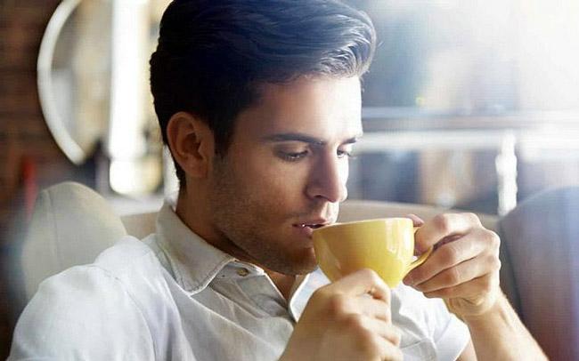 Чай из зверобоя - прекрасное профилактическое средство в сезон простуд для поддержания защитных сил организма